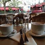 Photo taken at La Contrescarpe by YKV on 10/13/2012