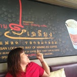 Photo taken at บ้านเฉลียง (Bann Chaliang) by jibby n. on 12/15/2013