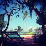 Photo taken at P. P. Erawan Palms Resort (พี พี เอราวัณ ปาล์ม รีสอร์ท) by Héloïse M. on 12/15/2013