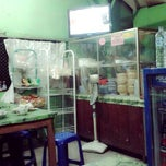 Photo taken at RM Ayam Betutu Bu Lia by Gunk A. on 6/26/2013
