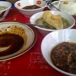 Photo taken at Soto dan Bakso Daging Sapi TARUNOJOYO by Winda C. on 3/26/2013