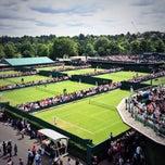Das Foto wurde bei The All England Lawn Tennis Club von Mallory B. am 6/25/2013 aufgenommen