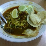 Photo taken at Mie Aceh CitaRasa by Indah W. on 2/21/2012