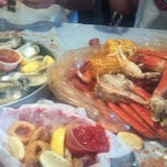 Photo taken at Hot 'n' Juicy Crawfish by Lynn V. on 6/24/2012
