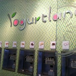 Photo taken at Yogurtland by Ritchel E. on 4/28/2012