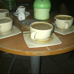 Photo taken at Coffee Toffee by Claudia F. on 7/8/2013