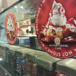 Photo taken at Cold Stone Creamery by William L. on 10/5/2013