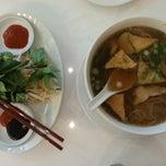 Photo taken at Loving Hut Vegan Cuisine by Annette G. on 4/18/2014