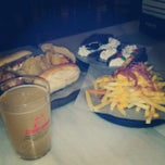 Photo taken at 100 Montaditos by Héctor M. on 3/10/2014