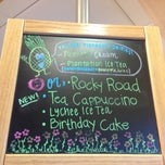 Photo taken at The Coffee Bean & Tea Leaf by ❤Ƙҽ  ժ. on 6/27/2013