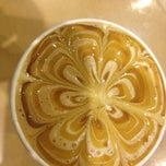 Photo taken at Gloria Jean's Coffees by Javier D. on 9/15/2013