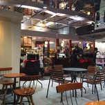 Photo taken at TULLY'S COFFEE 田町グランパーク店 by T N. on 10/18/2013