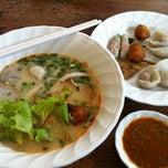 Photo taken at เซียะก๋วยเตี๋ยวปลา | Sia Fish Noodle by Prae on 11/5/2012