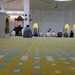 Photo taken at Masjid Al-Muktafi Billah Shah (Masjid Ladang) by نيك اسمادي ن. on 1/17/2015