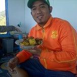Photo taken at Ayam Goreng Batu Tumpang by Hadi Gunawijaya on 7/31/2014