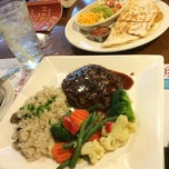 Photo taken at T.G.I. FRiDAY'S by JinYoung P. on 9/6/2014