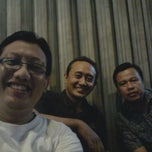 Photo taken at Angkringan Nasi Kucing Fatmawati by Agung N. on 5/31/2014