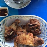 Photo taken at ไก่ทอด 8 กะทะ by vy C. on 9/27/2014