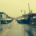 Photo taken at Downtown Hartselle by Rita H. on 4/14/2014