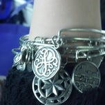 Photo taken at ALEX AND ANI Patriot Place by Xandra F. on 3/23/2014