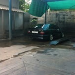 Photo taken at Bee Wash Car Detailing (บี วอช) by Tanoot T. on 8/11/2012