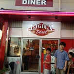 Photo taken at BIG BEN Diner by 鈴木 一. on 8/26/2012