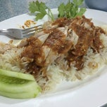Photo taken at ข้าวมันไก่ ลุงหมิง by Jiippoozz A. on 3/22/2015