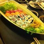 Photo taken at Oishii Sushi by Gabriella Agnes on 12/9/2012
