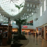 Photo taken at Capim Dourado Shopping by Luduarty - O. on 4/8/2013
