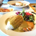 Photo taken at Wagamama by İ. Öymen B. on 4/20/2013