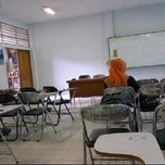 Photo taken at Ruang 11 Fekon Unlam by Muhammad F. on 2/23/2012