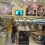 Photo taken at Edicoes CPAD -Loja Shopping Jardim Guadalupe by Jorge M. on 1/18/2013