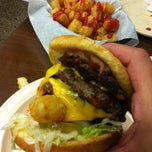 Photo taken at Kellys Big Burger by Dalwin C. on 10/20/2012