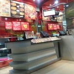Photo taken at PHD (Pizza Hut Delivery) by Uwie L. on 1/31/2014