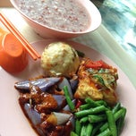 Photo taken at Xing Hua Vegetarian Restaurant by Zariel G. on 2/26/2014