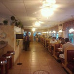 Photo taken at Paradise Restaurant by Michelle F. on 9/16/2011