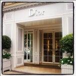 Das Foto wurde bei Christian Dior von Dan D. am 10/19/2011 aufgenommen