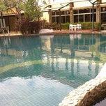 Photo taken at ภูเขางาม พาโนรามา รีสอร์ท (Phukhaongam Panorama Resort) by @teetytewa on 12/25/2011