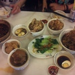 Photo taken at 宝香绑线肉骨茶 (Pao Xiang Bak Kut Teh) by NINE RULAZ on 4/14/2012