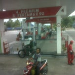 Photo taken at SPBU Pertamina 44.577.11 by fajar h. on 7/19/2012