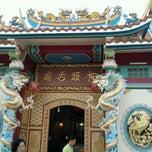 Photo taken at ศาลเจ้าพ่อ-เจ้าแม่ดาบทอง by Nopadol P. on 8/13/2011