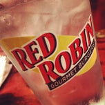 Photo taken at Red Robin Gourmet Burgers by Jonathan L. on 8/22/2012