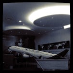 Photo taken at Garuda Indonesia Gallery by Onov S. on 5/6/2012