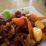 Photo taken at Restaurant Vegetarian Chu Shan by Evelyn O. on 7/25/2012