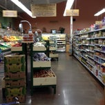 Photo taken at Natural Grocers by Vitamin Cottage by Vera T. on 4/29/2012