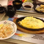 Photo taken at Sushi King by Vincent E. on 7/26/2012