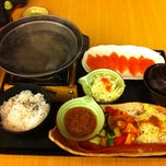 Photo taken at MOF の My Izakaya, Japanese Casual Resturant & Cafe by Patrick T. on 7/6/2011