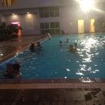Photo taken at Diamond Plaza Hotel (โรงแรมไดมอนด์พลาซ่า) by Laksika J. on 3/21/2012