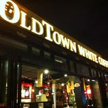 Photo taken at OldTown White Coffee by Cassandra C. on 2/1/2011