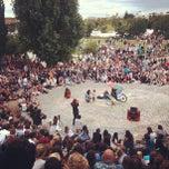Photo taken at Sonntagskaraoke im Mauerpark by Matteo G. on 8/26/2012